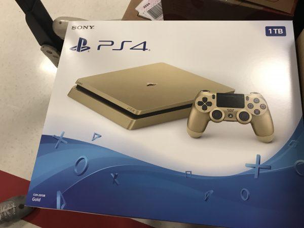 Золотая PS4 Slim в июне